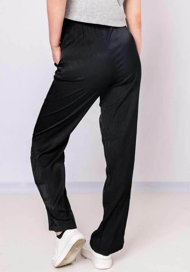 Straight Fit Flowy Pants In Black