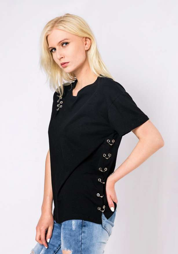 T-Shirt With Piercing Detail In Black
