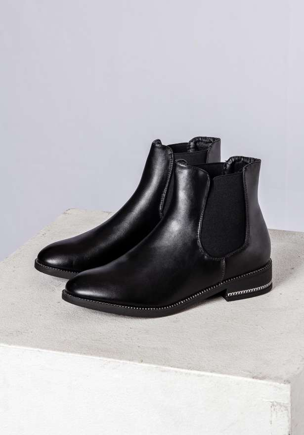 Nina Chelsea Boots In Black