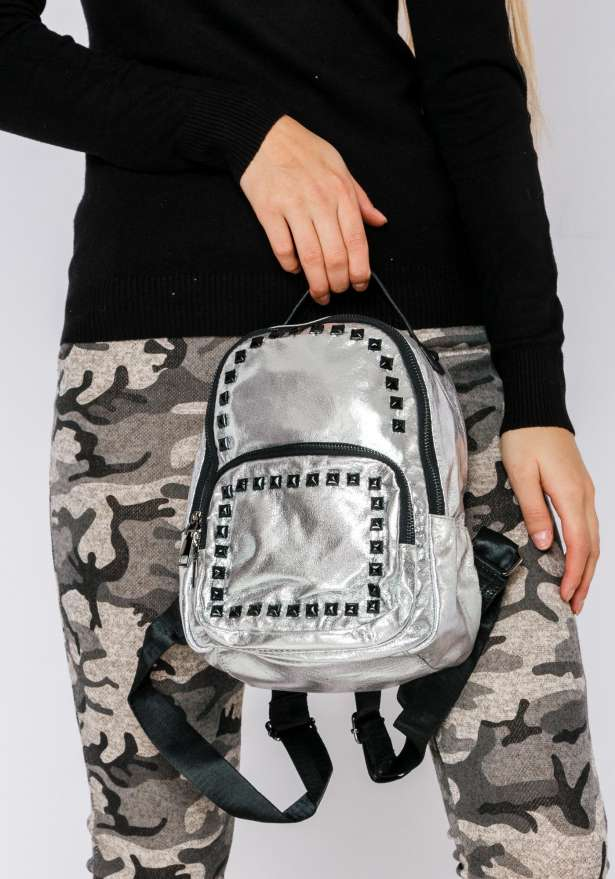 Backpack With Studs In Shiny Silver