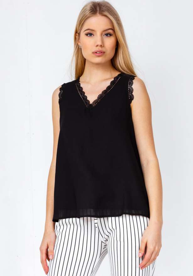 Cameron Lace Detail Fond Top In Black