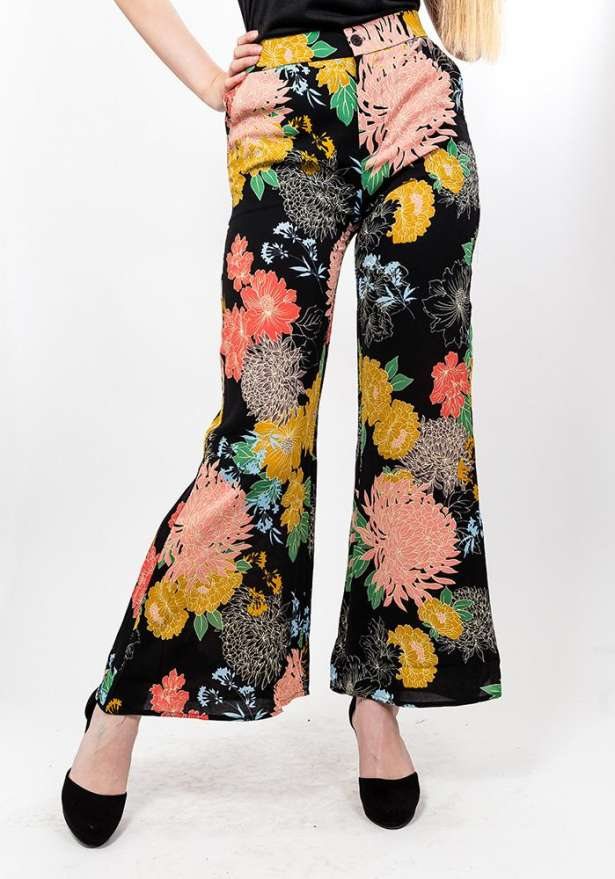 Floral Print Culotte Trousers In Black